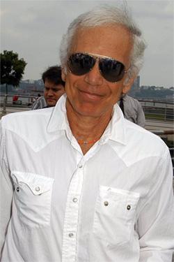 1971-ben alapította meg saját divatházát 5a66c4d3e9